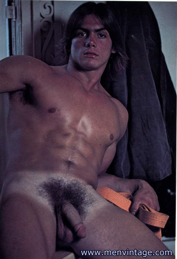 muscled guy hairy pubes