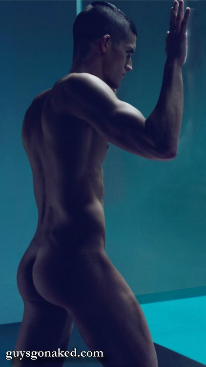 Young muscle stud naked